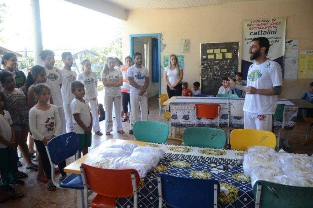 "Cattalini Terminais leva o Projeto ""Capoeira nas Escolas"" aos alunos da Ilha do Amparo 2"