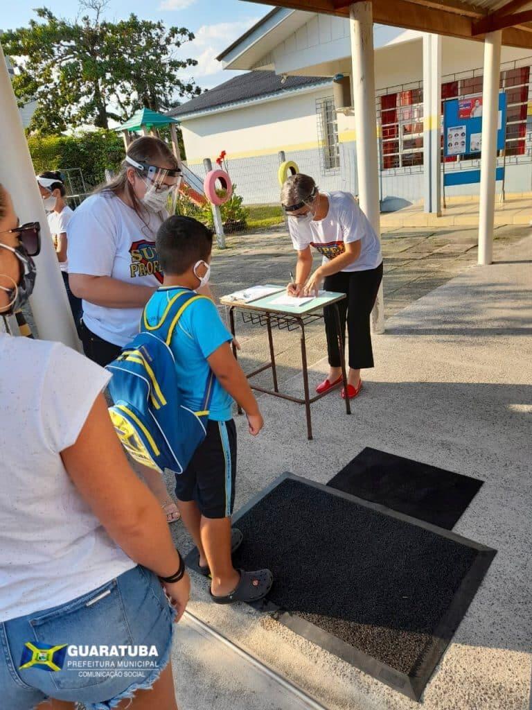 Guaratuba tem primeiro dia de aula tranquilo e alunos recebem orientações da nova rotina sanitária 2